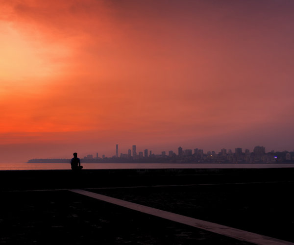 india-mumbai-man-skyline-sunset-vanheijst.jpg