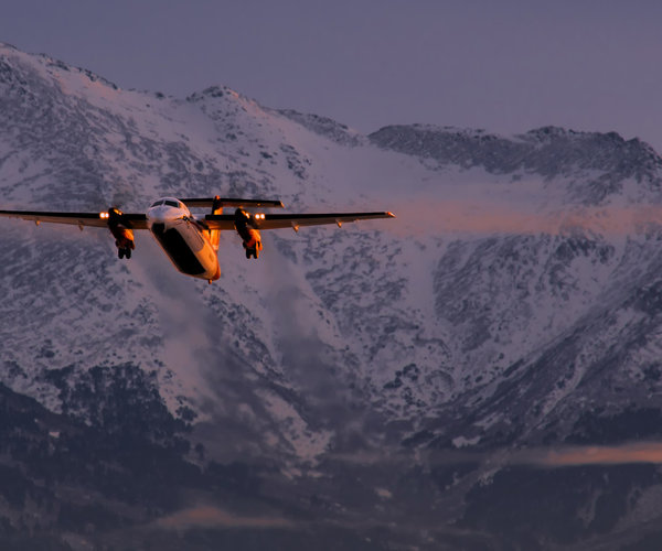 alaska-anchorage-dash-turboprop-mountains-sunset-vanheijst.jpg