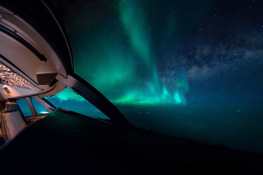 aurora-cockpit-milkyway-night-wideangle-vanheijst.jpg
