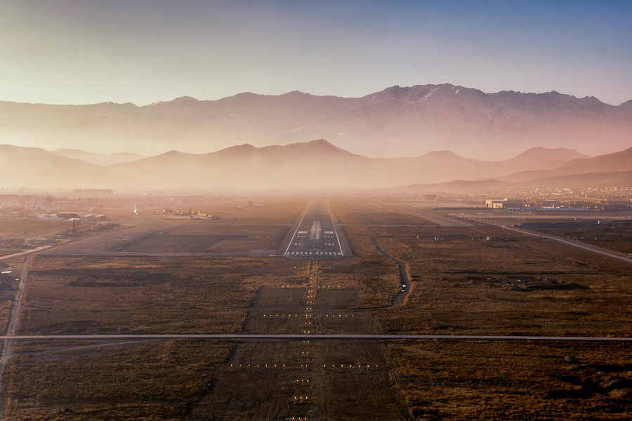 afghanistan-kabul-airport-landing-runway-mountains-city-afternoon-sunset-orange-vanheijst.jpg