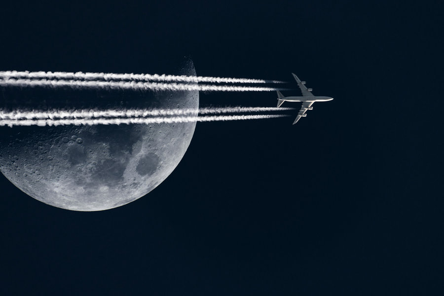 747-contrail-moon-composition.jpg